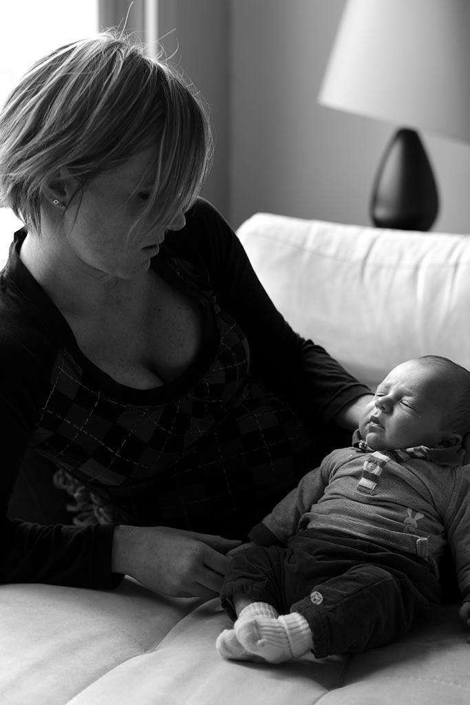 bébé avec maman par Feng Hatat